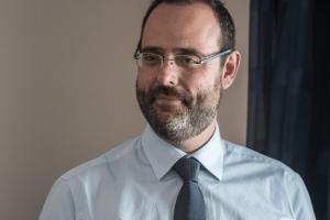 Ο Κων. Μαραβέγιας στη Νίκη Κεραμέως για την αναστολή λειτουργίας του σχολείου Μακρυρράχης